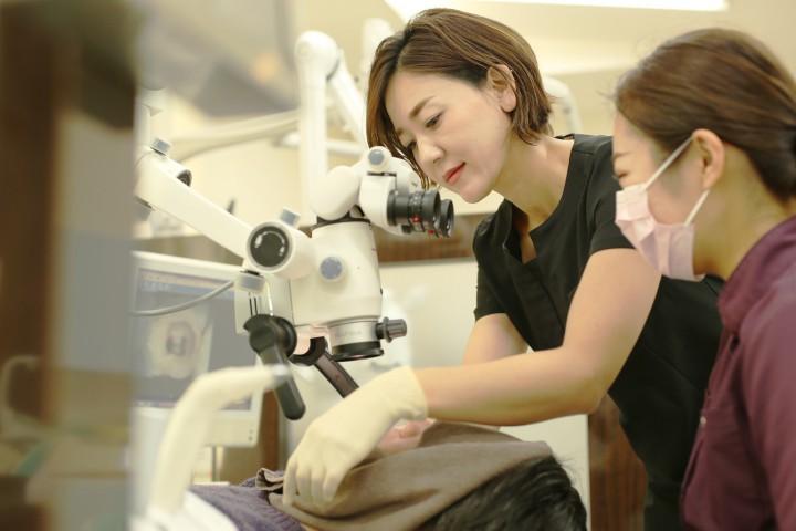 受付、カウンセラー、診療補助、各分野のプロフェッショナルを育成します。