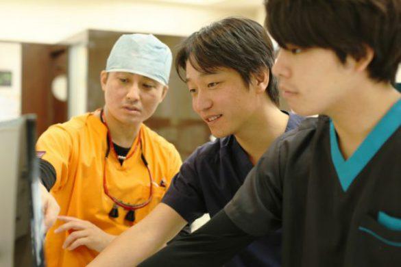 研修医ファーストの指導を徹底します。